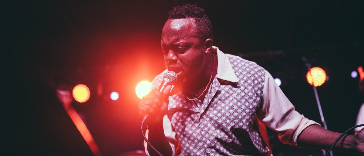 Durand Jones & The Indications play Mercury Lounge NYC August 2017 photo by Rosie Cohe